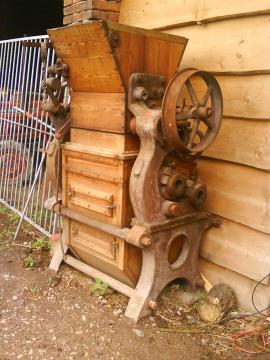 Staré zemědělské stroje