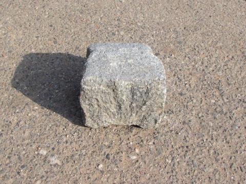 Žulové kostky použité