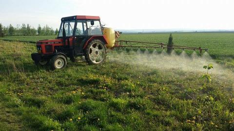 Traktor Zetor 6718, nesený postřikovač - Prodám traktor Zetor 6718 ...